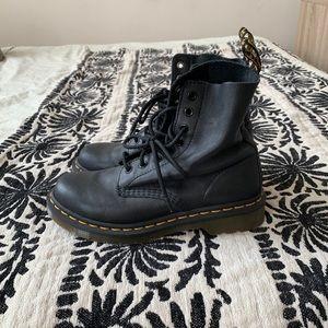Dr. Martens Orignal Combat Boots!